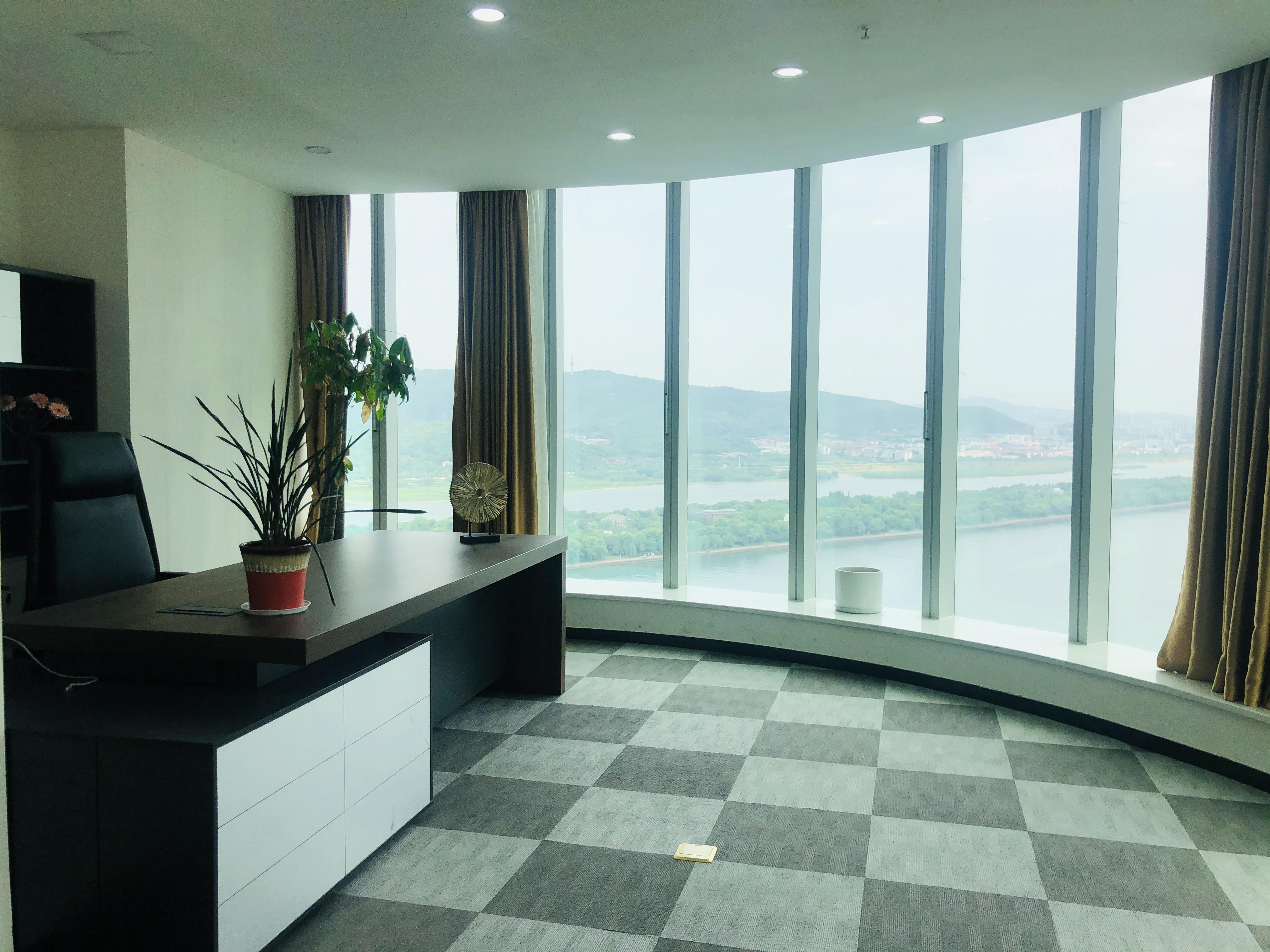 保利国际560平江景电梯口,带全套家具,超高性价比