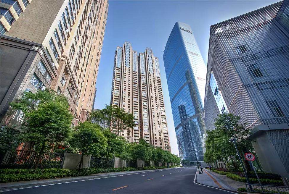 保利国际广场160平正江电梯口,带稳定租约,特价出售