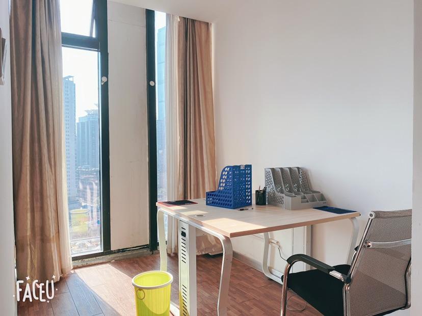 万达广场158平精装带办公家具,拎包办公